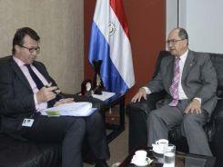 el-embajador-de-la-ue-alessandro-palmero-izq-conversa-con-el-viceministro-rigoberto-gauto-fue-ayer-en-la-cancilleria-_826_472_1166865