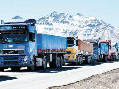Perjuicio-camiones-detenidos-frontera-Chile_LRZIMA20150604_0051_11