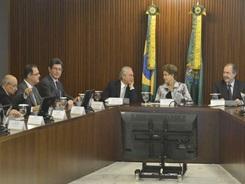 VC_Dilma-Rousseff-reuniao-com-base-aliada_0207042015-850×565