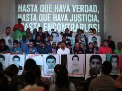 familiares-ayotzinapa
