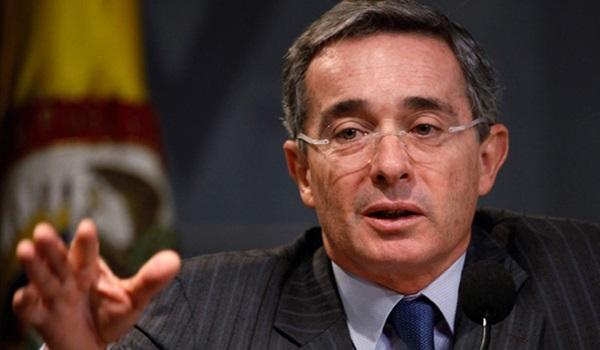 Alvaro-Uribe Agencia Paco Urondo