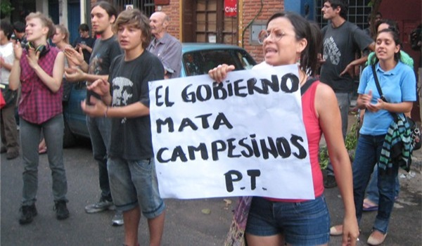 Foto01ElocuenteimagenquenoshabladelaluchacampesinaFotodeParaguayResisteCom