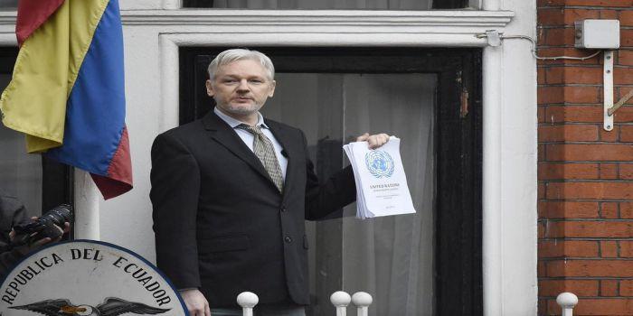 Julian Assange speaks to media from Ecuadorean embassy