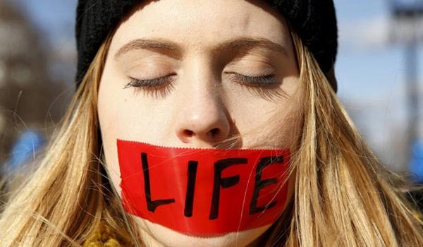size_810_16_9_mulher-luta-pelos-seus-proprios-direitos-e-pela-vida