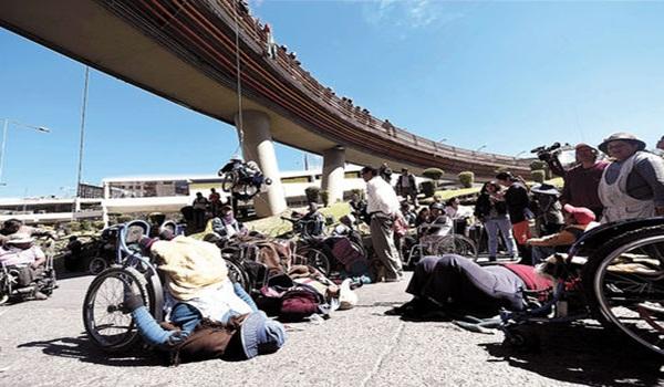 Protesta-discapacitados-Perez-Velasco-Paz_LRZIMA20160504_0024_11