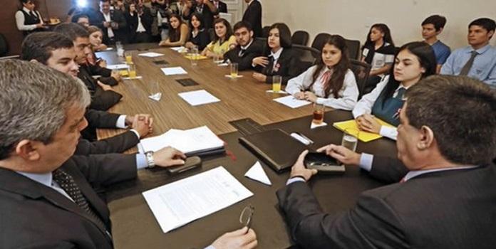 reunión-estudiantes-cartes_1-696×456