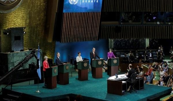 Christiana-Figueres-al-centro-en-primer-debate.-RREE-640×330