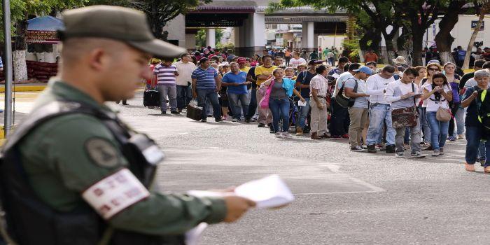 UNOS 20.000 VENEZOLANOS LLEGAN A COLOMBIA PRIMERAS HORAS FRONTERA ABIERTA