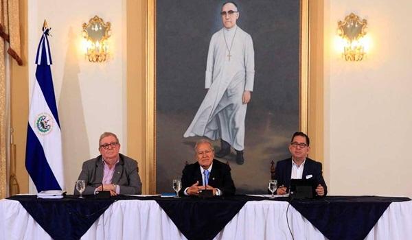 Carlos Cáceres, Salvador Sánchez Cerén y Eugenio Chicas.