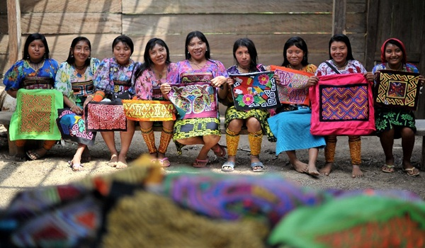 Necoclí(Antioquia) 16/03/2015 . – Indigenas de la etnia kuna, q