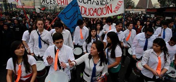 Estudiantes-marchan-reforma-educativa-profunda_4797805