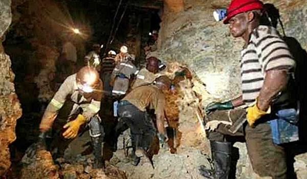 Trabajadores-de-una-trasnacional-minera-en-plena-faena.-Redes-Nicaragua-660×330