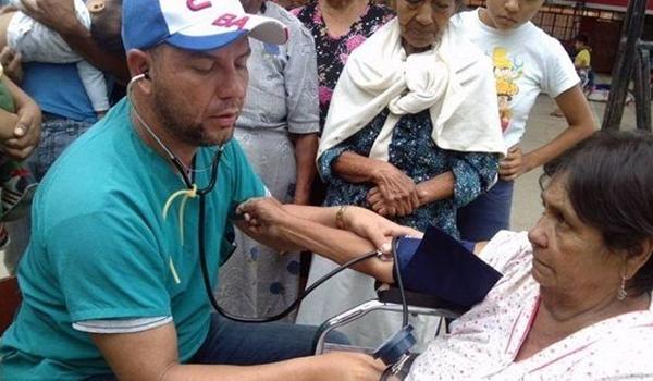 medicos-cubanos-asisten-a-damnificados-en-peru-580×326