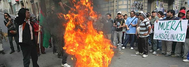 """VIOLENTAS MANIFESTACIONES CONTRA EL """"GASOLINAZO"""" EN BOLIVIA"""