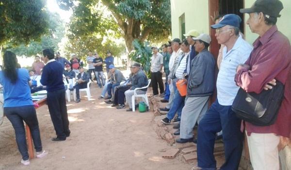 reunion-de-los-campesinos-en-el-local-de-la-organizacion-campesina-del-norte-ocn-_764_573_1511374