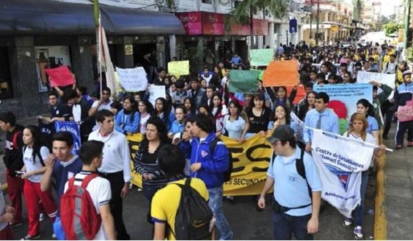 estudiantes-secundarios-se-manifestaran-el-lunes-contra-el-recorte-para-educacion-_595_363_191124