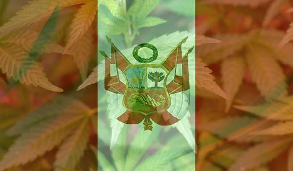 Bandera_de_Guerra_Perú