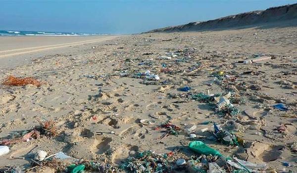 plástico + playa +chile