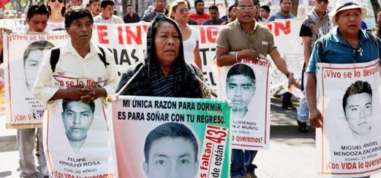 ayotzinapa + familiares + méxico