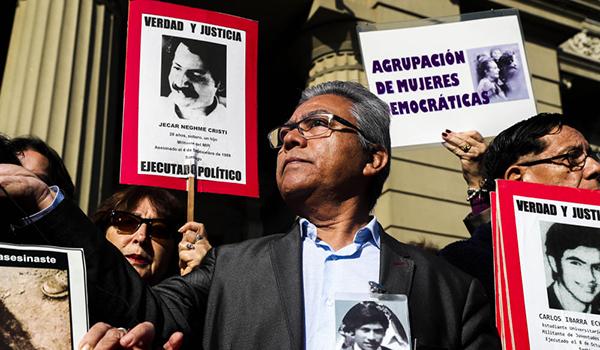 Diputados se suman a protesta contra libertad a exagentes de Pinochet