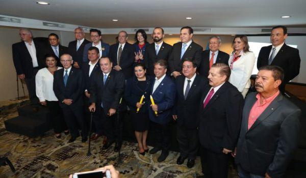 Presidenciables  firman  la Declaraci—n Vida y Familia, actividad programada  por la Asociaci—n La familia Importa (AFI) .