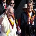 el-papa-francisco-junto-a-rafael-correa-_860_573_1251020