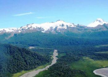 Leyenda/crédito foto: Glaciares mantienen el balance hídrico y climático de las cuencas, aportando agua a ríos, lagos y napas subterráneas. /Chile Sustentable